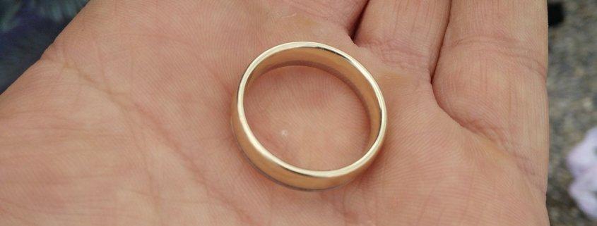 Ring im Wasser verloren
